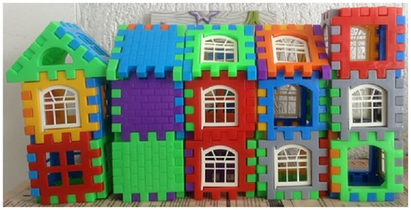 houses made by building blocks